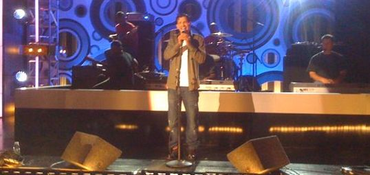 El Debarge on stage